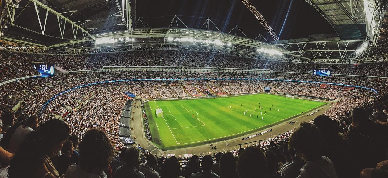 um campo de futebol na europa